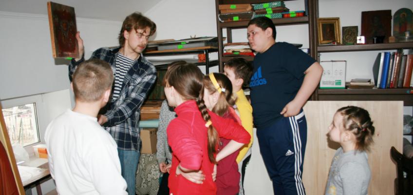 Посещение иконописной мастерской учениками воскресной школы
