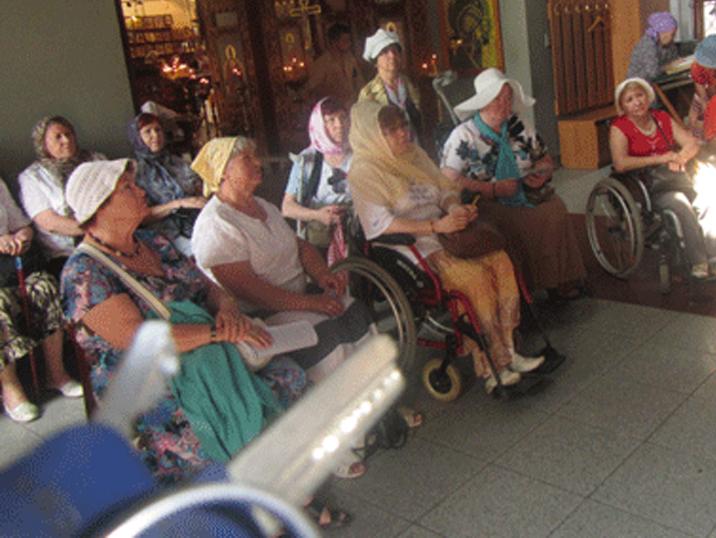 Храм посетили члены московского общества инвалидов