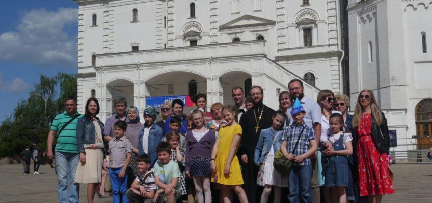 Воскресная школа храма посетила Божественную литургию в Храме Христа Спасителя