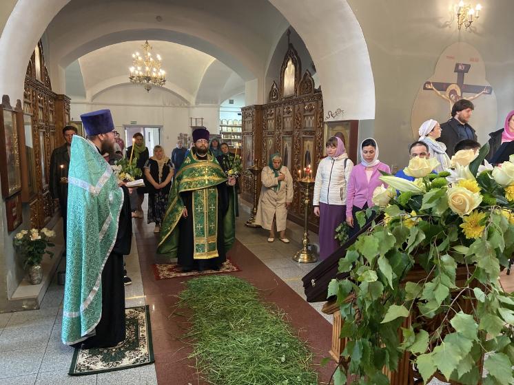 День Святой Троицы. Престольный праздник храма в Ознобишино