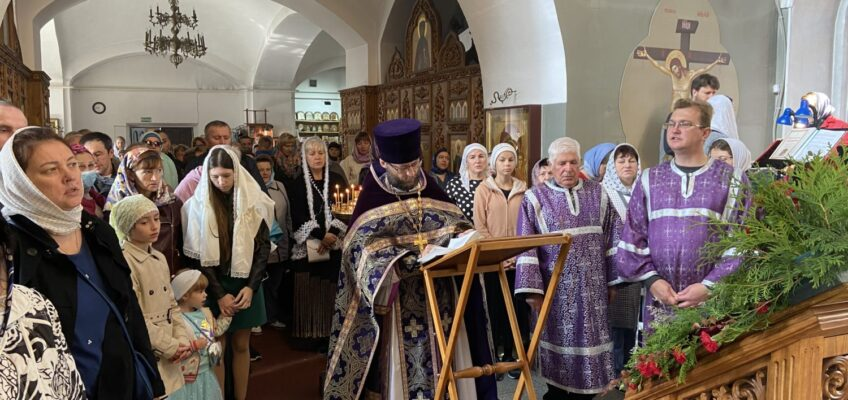 Празднование Воздвижения Креста Господня